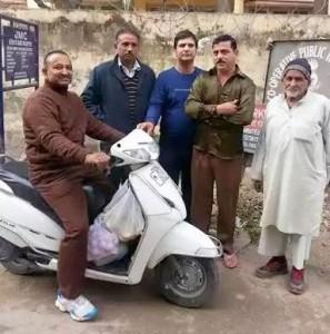 Ayodhya Gupta tours Ward 30