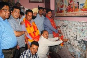 MLA Rajesh Gupta Starts Tile work At Hanuman ji Mandir (3)