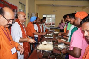 Yudhvir inaugurates langar, wishes yartis safe pilgrimage-i