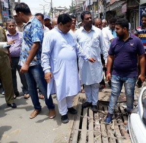 Sat visits flood affected areas of Krishna Nagar