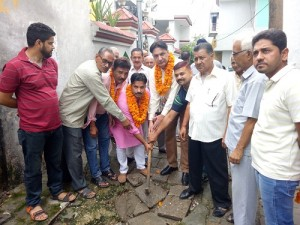 Ajay Vaid starts lane, drain work in Ward-16 (2)