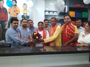 Sat Sharma inaugurates Sportsking Showroom -i