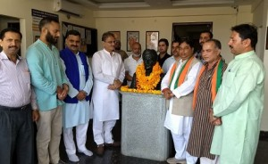 BJP pays heartily tributes -i