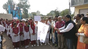2 MLC Vibodh Gupta Flaging off Run for Unity at Keri Border Sector