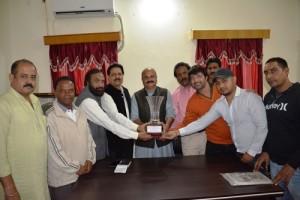 Yudhvir Sethi felicitates footballers