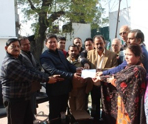 MLA East Rajesh Gupta Distribute Flood Relief Check